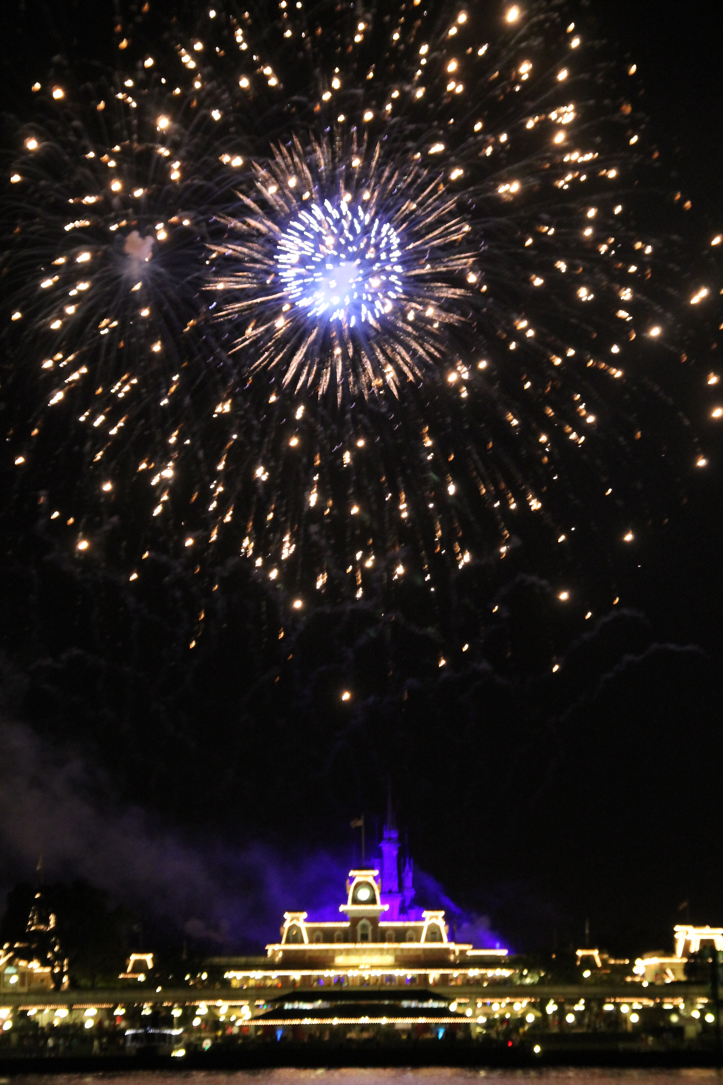 Disney Mamas Argh Matey If It Is Fireworks Ye Seek Look No Further Than The Pirates And Pals