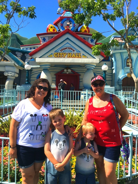 Best Disney Photo Spots | Mickey's Toontown at Disneyland
